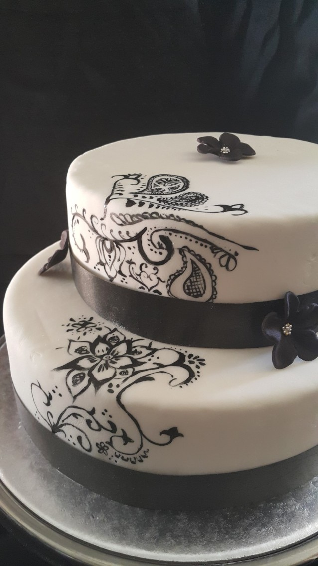 Completed henna wedding cake with henna pattern running up the side of the cake