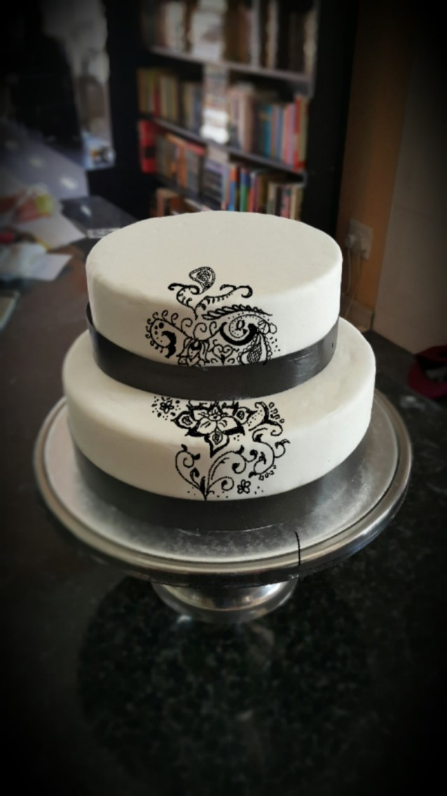 henna cake design, drawn onto a photo of the cake using the Galaxy Note 4's S-Pen
